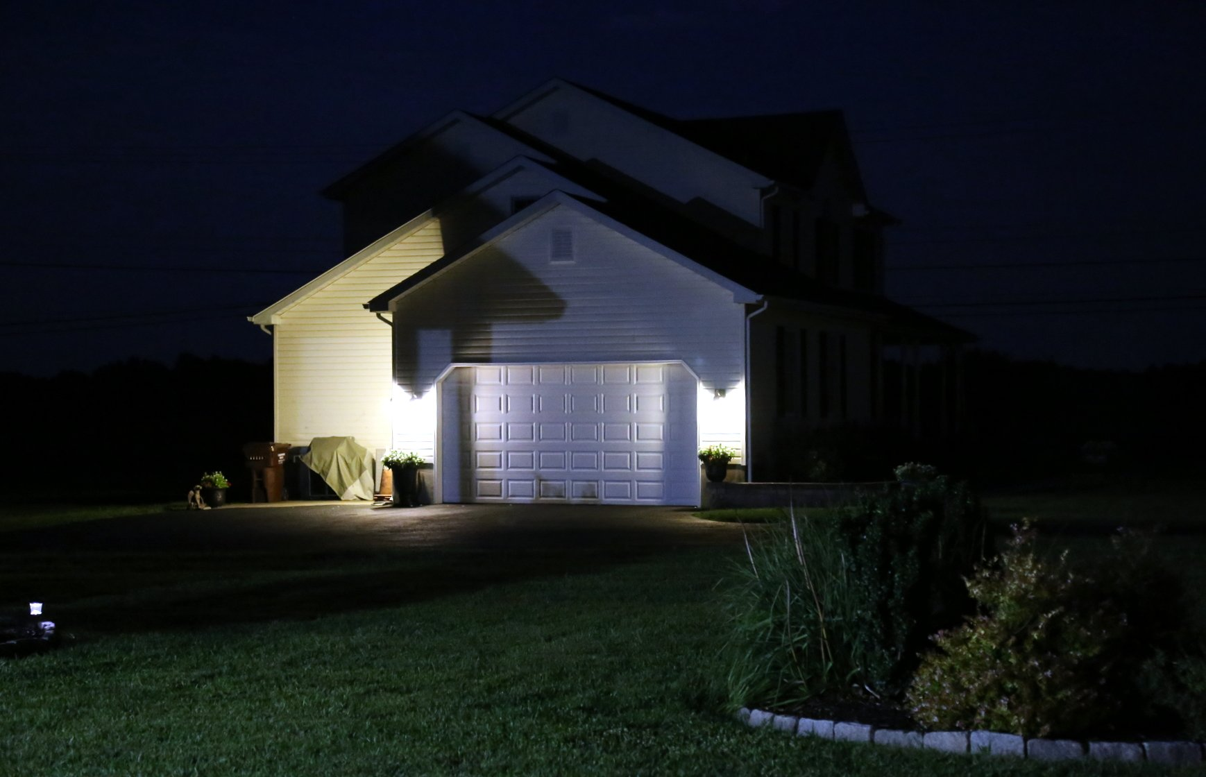 Outdoor lighting garage lights and landscaping - Haramis Electric