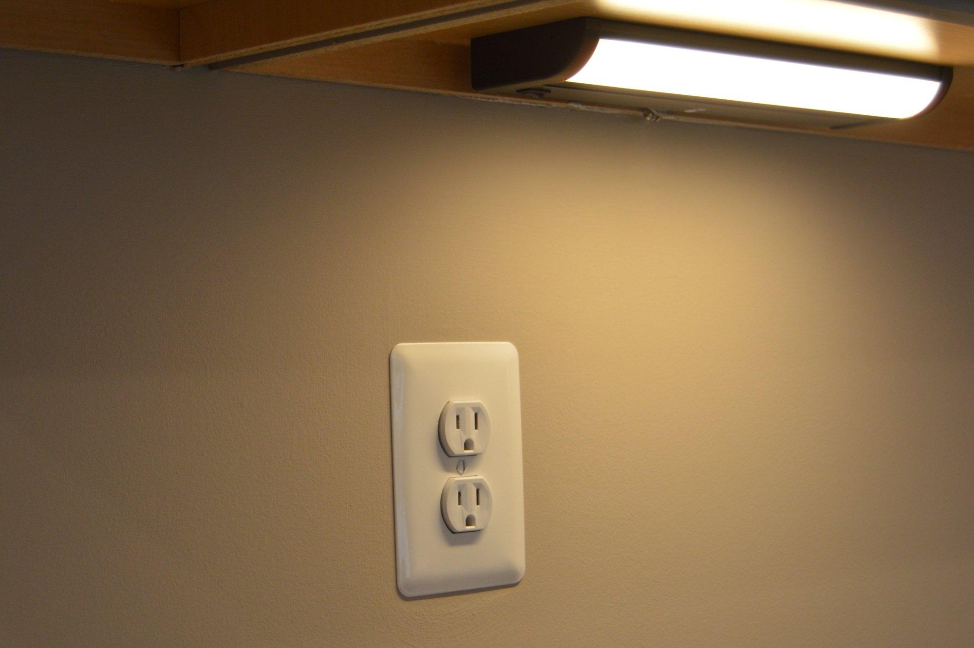 Kitchen under cabinet lighting