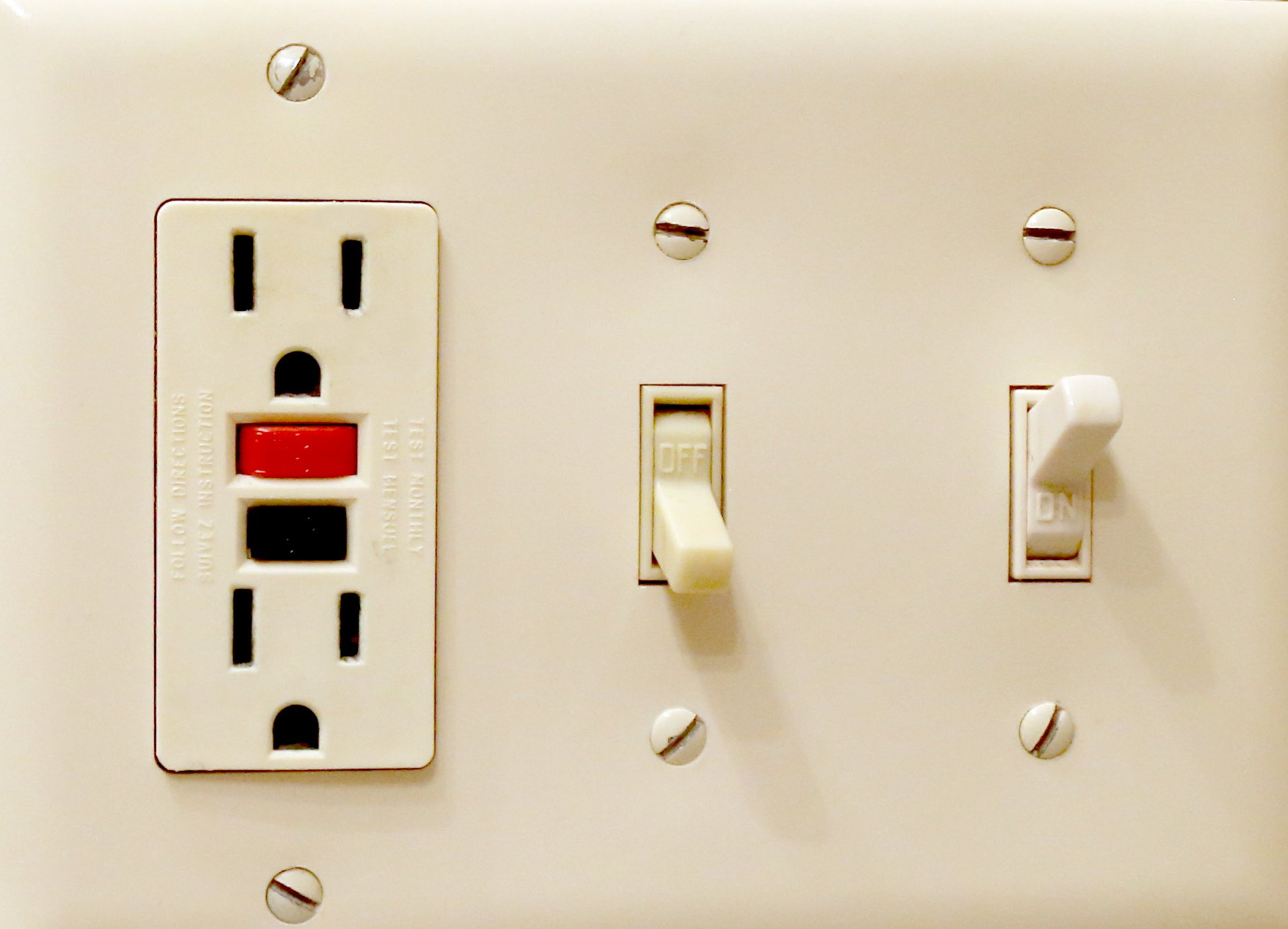 GFCI Outlets switches Crofton Electricians